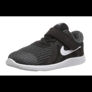 Nike toddler revolution 4